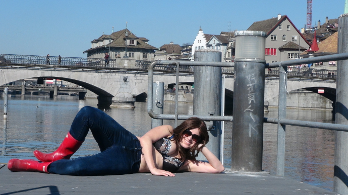 Emme Rogers roamancing Zurich!